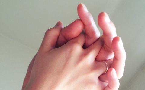 how_to_connect_hand-boyfriend_girlfireind